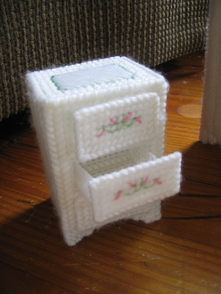 65 Best Images About Plastic Canvas Furniture On Pinterest Dollhouse Accessories Plastic