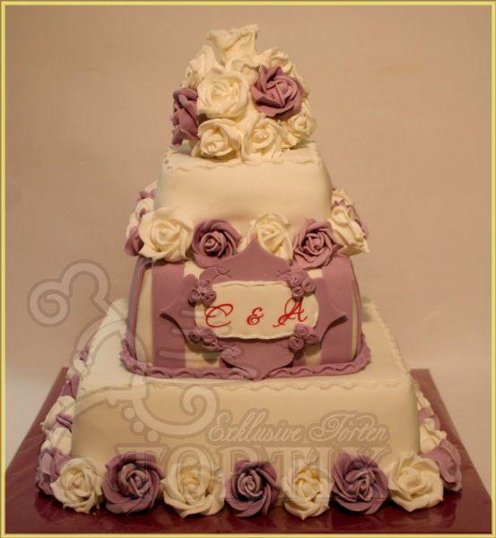 Hochzeitstorte, 3-stöckig mit Rosen in Lila und Weiß
