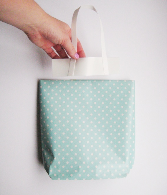 DIY gift bag: Gifts Bags, Bags Tutorials, Paper Gifts, Bags Diy, Paper Bags, Hello Sandwiches, Diy Gifts, Handmade Gifts, Wraps Paper