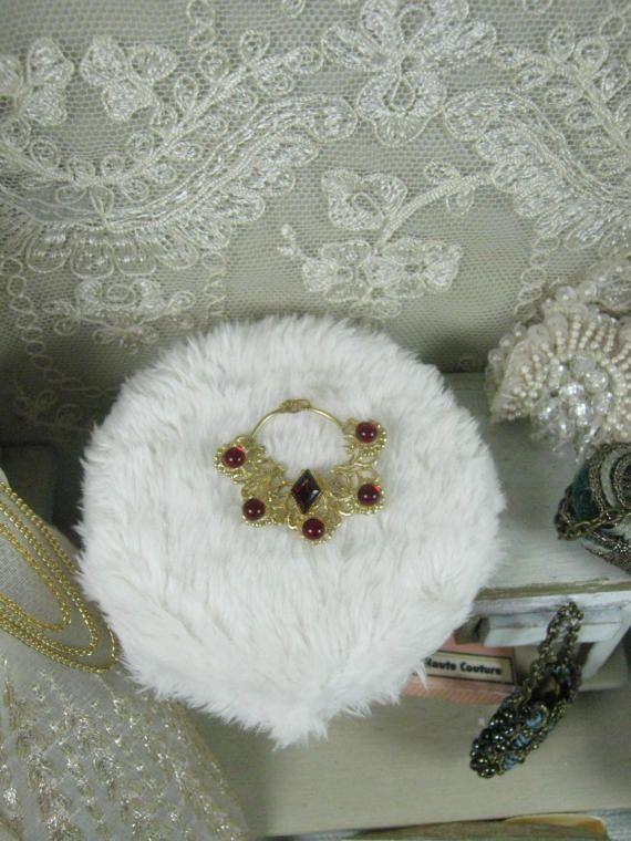 Collana con pietre come rubini-dollshouse scala 1/12 di Bluesmini