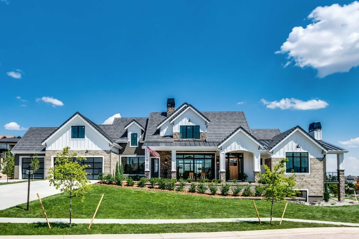 Best 25 Exterior Home Renovations Ideas On Pinterest Ranch Homes Exterior How To Paint A