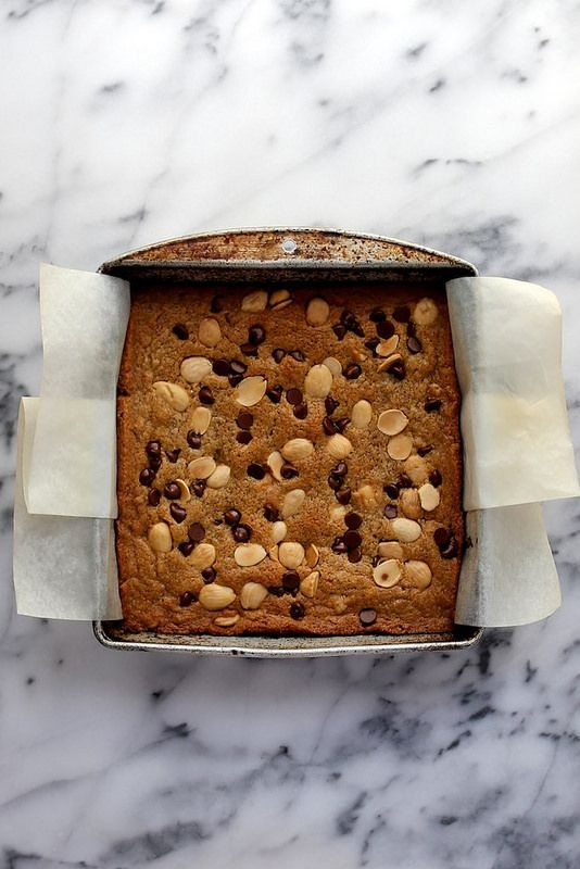 marcona almond and chocolate chip blondies / joy the baker