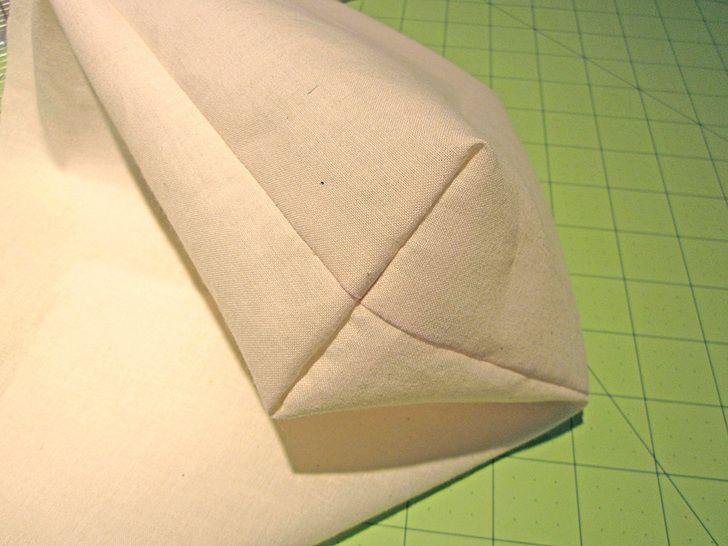 Diferentes formas de cortar y coser una esquina para formar la caja de un cojin o fondo de bolso
