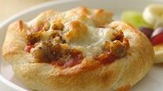 Individual Sausage-Breadstick Pizzas: Sausage Breadsticks Pizza, Super Quick, Pizza Super, Schools Snacks, Pizza Recipes, Minis Pizza, Sausages Breadsticks Pizza, Individual Sausages, Individual Sausage Breadsticks