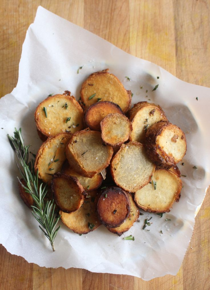 Rosemary Sea Salt Taro Root Rounds (AIP, Paleo, low-FODMAP) I would like to try baking these instead of frying.