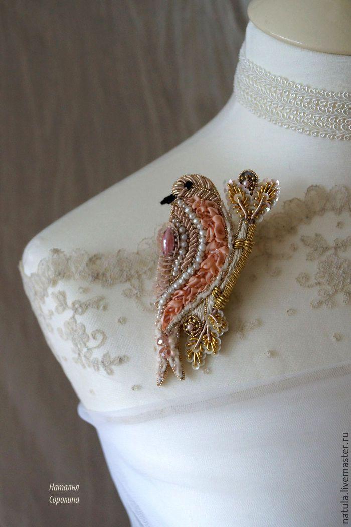 """Купить Брошь-птичка """"Rose oiseau"""" - кремовый, розовый цветок, розовый камень, птичка"""