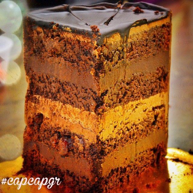 Fudge Carrol Cake με σοκολάτα & cranberries  Η καλύτερη επιλογή για την τελευταία Κυριακή του χρόνου!