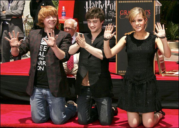 Emma Watson se gradúa en la Universidad de Brown con 'selfie' incluido (FOTO, TUITS)