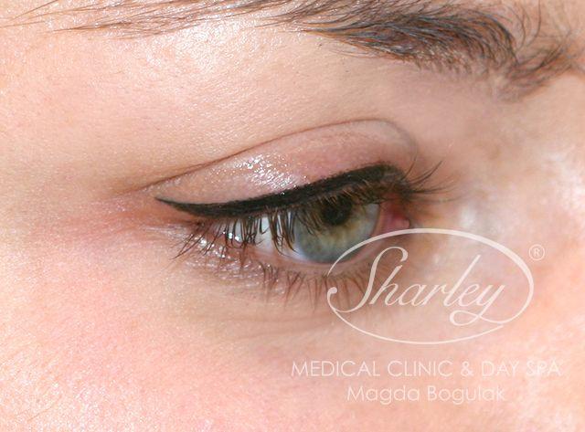 Makijaż permanentny oczu, kreska dekoracyjna. Więcej o makijażu: http://sharley.pl/oferta/makijaz-permanentny/makijaz-permanentny-oczu/