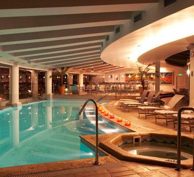 La piscina de Enjoy Viña del Mar de noche es simplemente espectacular!