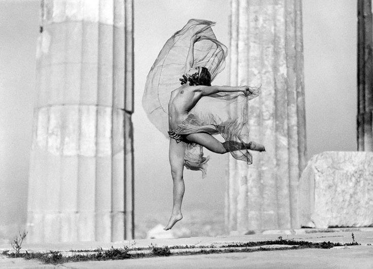 Η Ουγγαρέζα χορεύτρια Nikolska στον Παρθενώνα (1929)  Μουσείο Μπενάκη