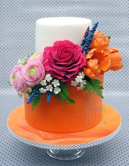 Bright orange floral wedding cake---orange isn't really my thing, but I do love the vivid colors of the cake and the flowers. And oh the flowers! They are beautiful! (If those ranunculus are actually sugarpaste--I think they are--they are just perfect!)