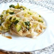 Fotografie receptu: Rýžové nudle s cuketou a pórkem