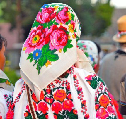 Moldvai Csángó Magyar testvéreink viselete