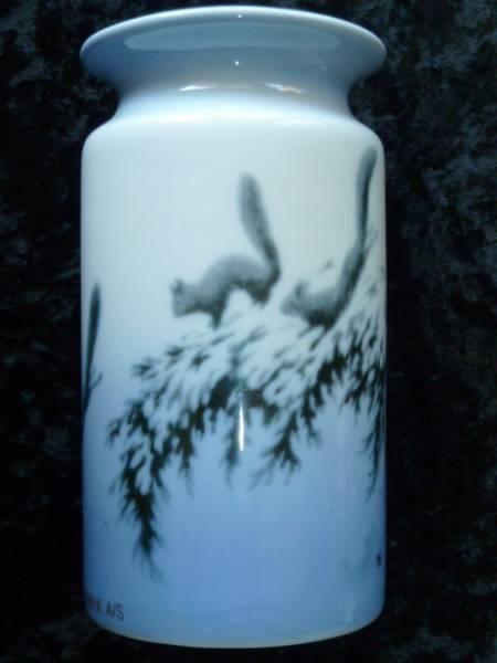 """PP vase med motiv """"Springende ekorn"""" av Th. Kittelsen. - Selges av Aasly fra Drammen på QXL.no"""