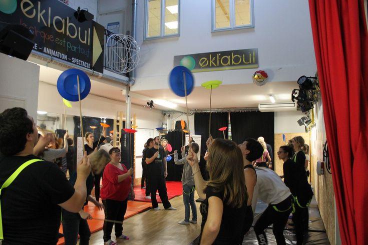 Team Building Cirque à Eklabul - Eklabul événement - Agence artistique Monaco, Marseille, Nice, Cannes - http://evenement.eklabul.com/portfolios/team-building-cirque-a-eklabul/ - Animation et Organisation anniversaire, mariage, soirée privée, baptême, Bar Mitzvah.