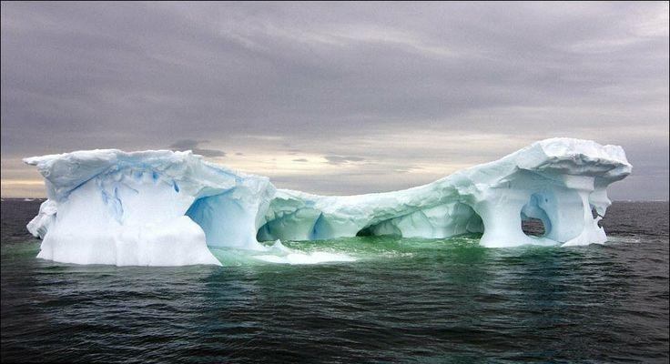 2105 Гигантские ледяные скульптуры