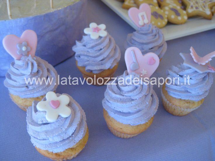 Cup Cake alla Vaniglia con Mascarpone    http://www.latavolozzadeisapori.it/ricette/cup-cake-alla-vaniglia-con-mascarpone