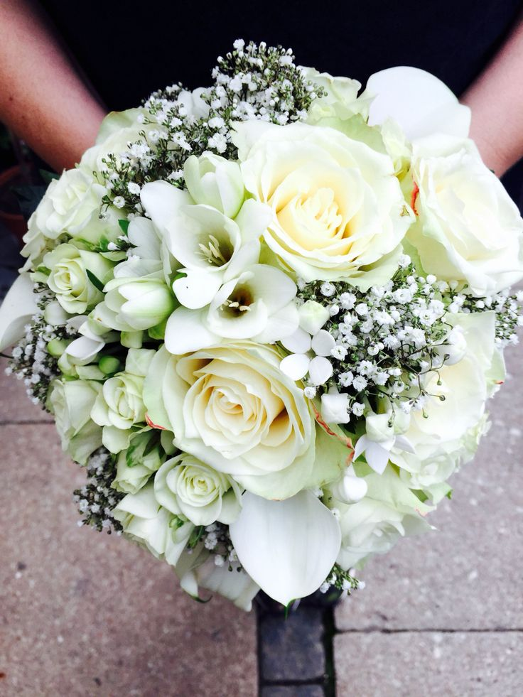 Visually Round bouquet, light green and  white, green leaves and white silk surrounded the base of the bouquet - made for Cool&Cozy