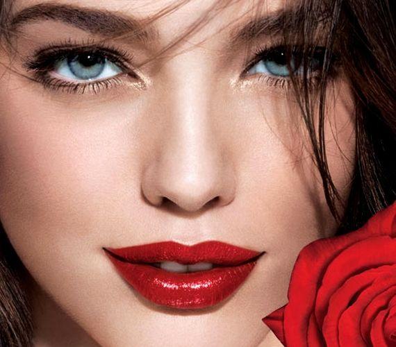 A csillogó vörös ajkak még szebben mutatnak, ha a szemedet halványan arannyal keretezed.
