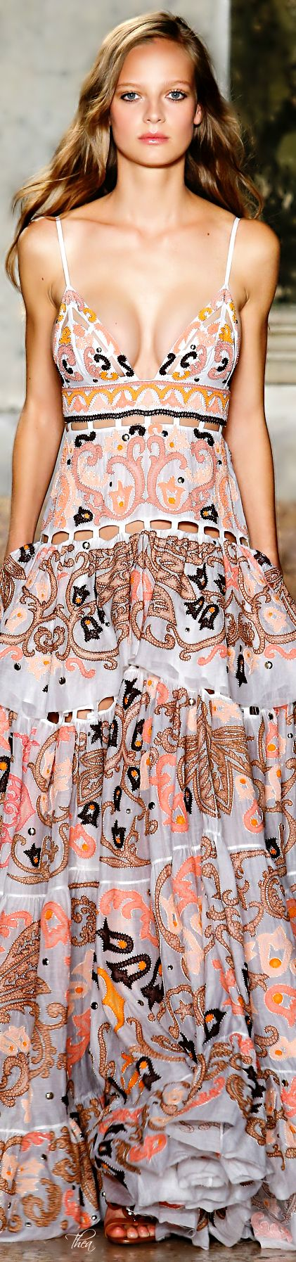 Emilio Pucci ● SS 2015// I cant help but to think how much this dress looks like a panamenian pollera :)