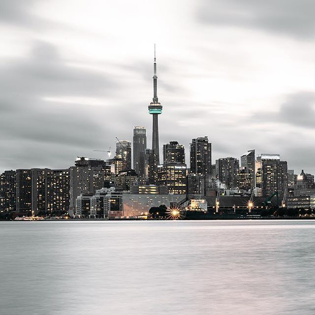 It's getting chilly out there but Lake Ontario is still one of the best spots to take that postcard-shot of the #Toronto skyline. #SeeTorontonow #imagesoftoronto Photo: @realjaylife