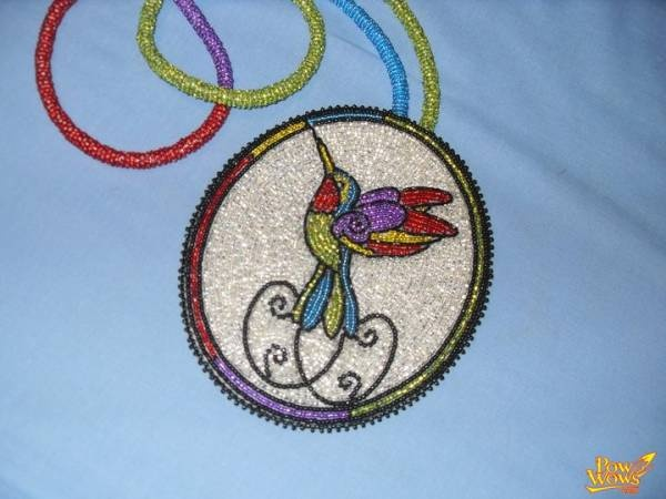 Beaded hummingbird medallion    My Auntie Veronica would love this