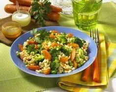 Gemüse-Ebly-Pfanne Rezept  1   Zwiebel   300 g   Möhren   500 g   Broccoli   1 EL   Öl   250 g   Original Zartweizen (Ebly)  700 ml   Gemüsebrühe (Instant)  100 g   tiefgefrorene Erbsen       Salz      Pfeffer  3 Stiel(e)   glatte Petersilie