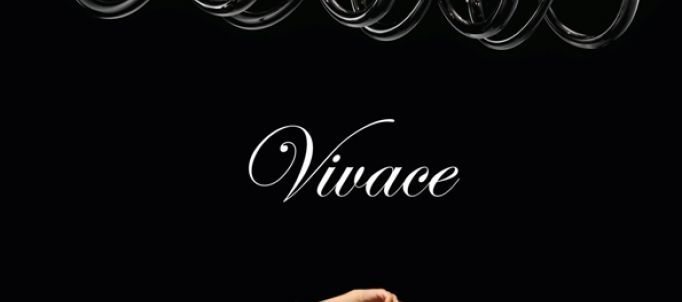 DE MAJO presenta Vivace - un sussurro sublime. La raffinatezza dei richiami eclettici nelle sfumature avvolgenti del black e milkwhite....