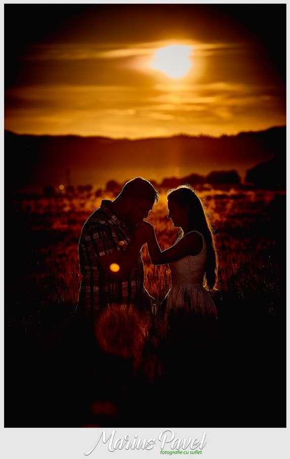 Dupa cununia civila, mirii nostrii si-au dorit o sedinta foto romantica inainte ca soarele sa apuna, atunci cand este ora ideala pentru fotografii. Fotografiile romantice de cuplu, au fost realizate in comuna Cristian de langa Brasov, intr-un lan de grau si pe drumul spre Vulcan. Va invitam sa priviti Fotogafii romantice de cuplu. Fotogafii [ ] Post-ul Fotogafii romantice de cuplu apare prima dată în Foto Video Brasov - Nunta si Botez.