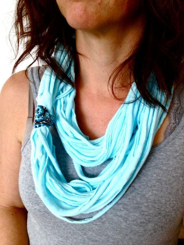 loop schal aqua blau altes t-shirt streifen schneiden binden