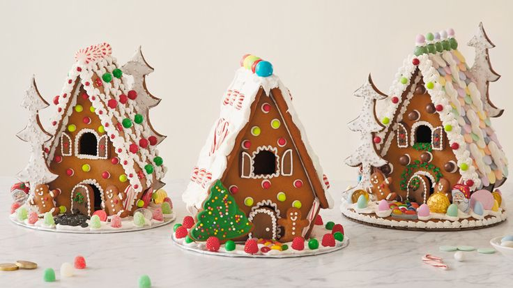 How to make a homemade gingerbread house: step-by-step photos #Hallmark #HallmarkIdeas