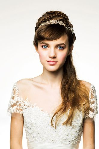 三つ編みをアレンジしたボヘミアンなお姫様 ウェディングドレス・カラードレスに合う〜ハーフアップの花嫁衣装の髪型まとめ一覧〜
