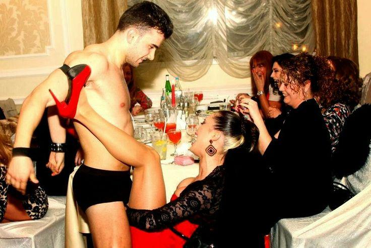Show-uri spectaculoase de striptease masculin pentru toate doamnele si domnisoarele doritoare. www.striperi.ro