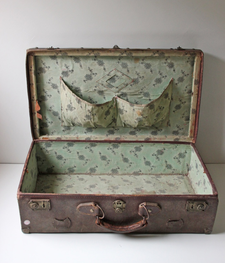 ♕  love this antique brown leather suitcase from the 1900s