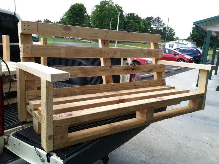 20+ Surprising Wood Pallets Swing Ideas That You'll Love https://www.divesanddollar.com/wood-pallet-swing-ideas/  #backyardswing #woodpallet #outdoor #patio #DIYNetwork