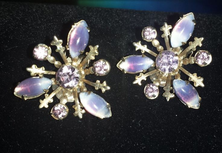 VINTAGE CLIP ON EARRINGS GIVRE ART GLASS & RHINESTONES Lavender Purple Amethyst
