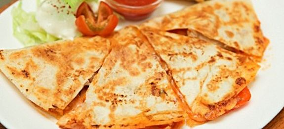 Here's the perfect easy quesadilla recipe for you new Cuisinart Griddler or George Foreman Grill. Just a few easy steps for easy homemade quasadillas.