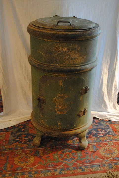 WHITE FROST SANITARY REFRIGERATOR (ICE BOX) 1908 MODELCOMPLETE AND IN EXCELLENT CONDITION.
