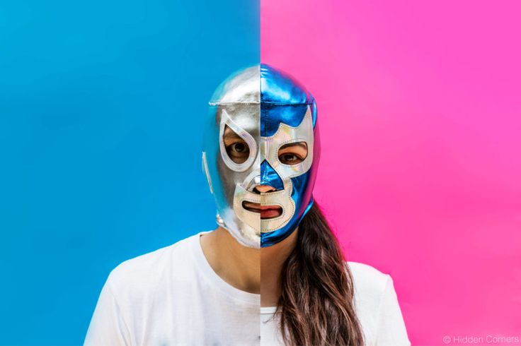 Lucha Libre had its moment of glory in the 60's, when 'El Santo' (silver mask) and 'Blue Demon' (blue mask) were a national symbol