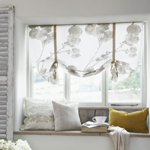 easy blinds, maybe for the living room. might have to go fabric shopping today.....