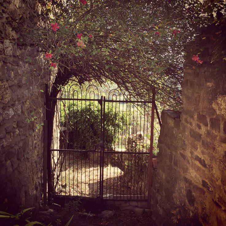 Une porte, un jardin... Cordes sur Ciel