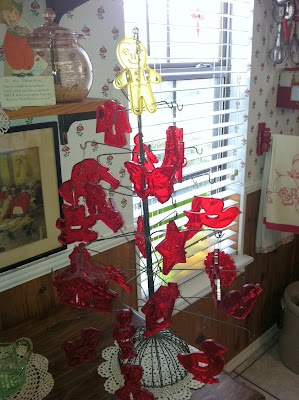 cute use of vintage cookie cutters