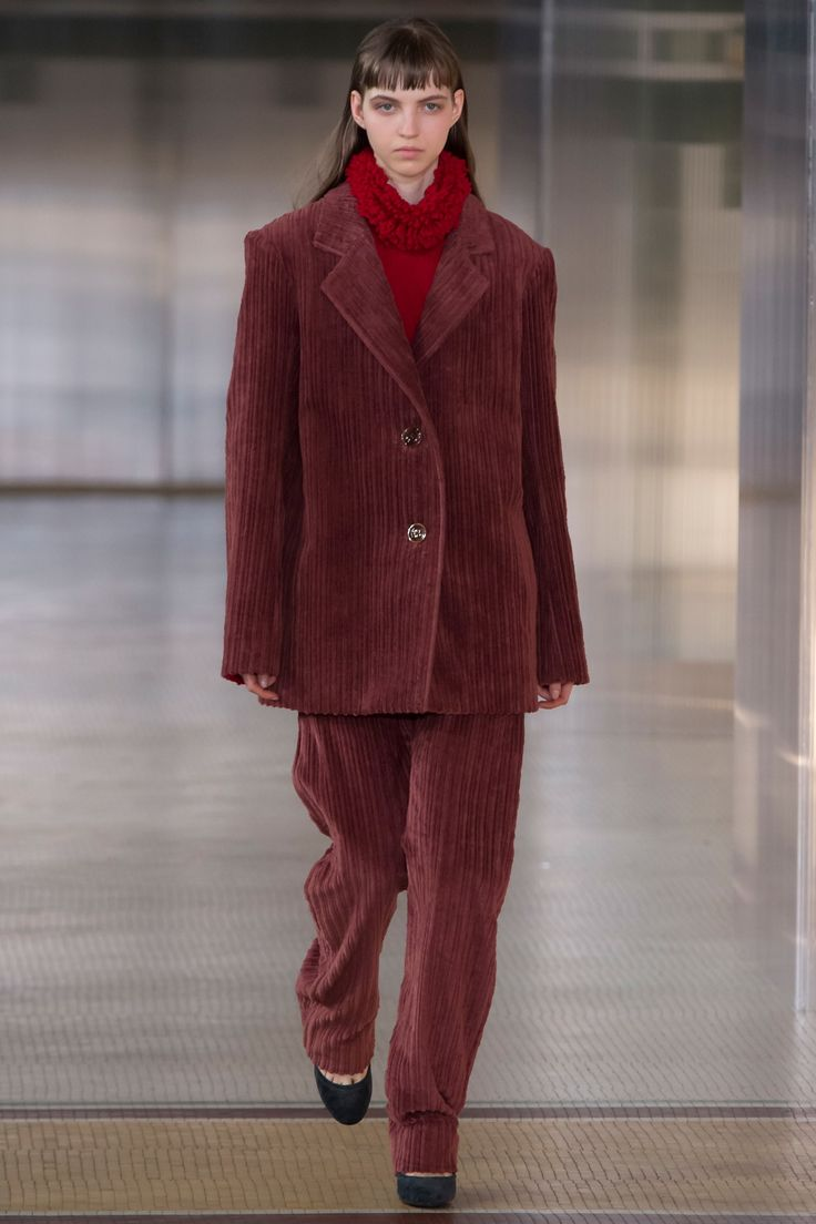 Lemaire Fall 2017 Key Details: Corduroy, red colour blocking, oversized tailoring, turtleneck