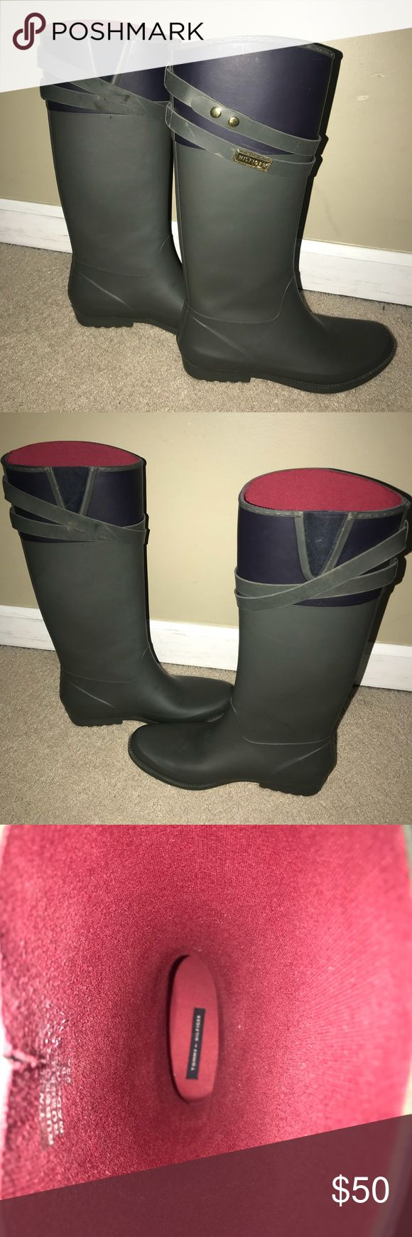 Tommy Hilfiger rain boots these army green and navy rainy boots are absolutely precious!! perfect with skinny jeans and leggings. look slim from the front shot but will fit wider when on. worn 2-4 times Tommy Hilfiger Shoes Winter & Rain Boots
