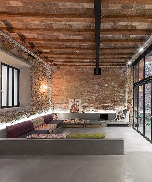 FFWD refurbishes an old carpenter's workshop in barcelona