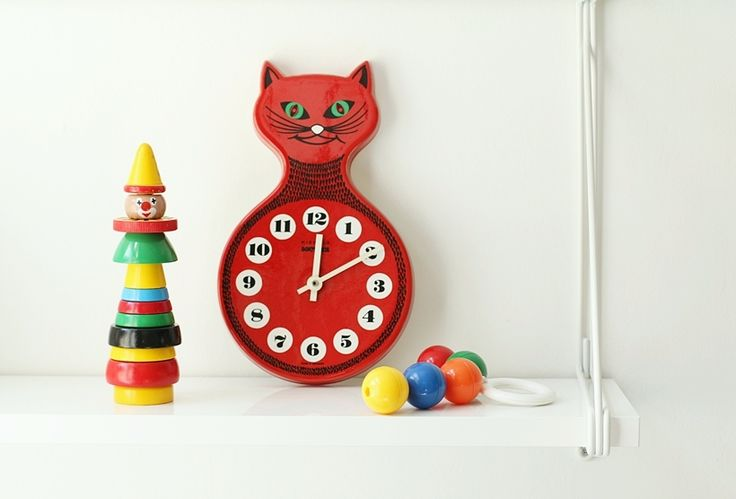 vintage cat clock