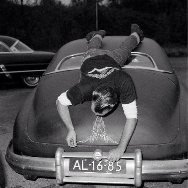 Von Dutch pinstriping car