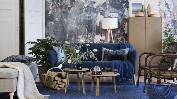 Inredningstips för dig som vill inreda lyxigt, men gärna billigt. Satsa på prisvärda möbler i klassisk stil, och ta ut svängarna med utbytbara tapeter som en häftig fondvägg. Håll ihop inredningen genom att begränsa färger och addera olika träslag och naturmaterial.