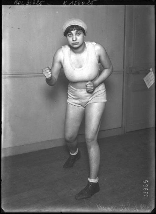 Photo - female boxer photo